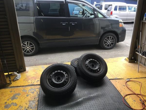 ヴォクシー タイヤ 交換